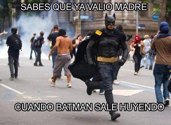 memes de batman - batman huye