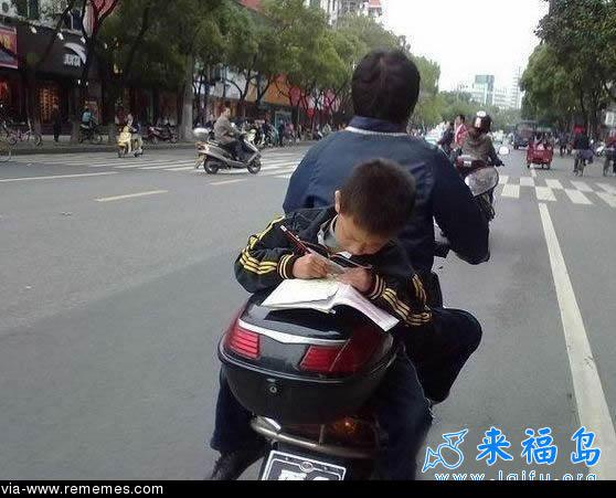 memes de motos - tarea en la moto