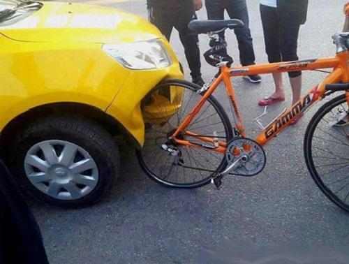 imagenes-chistosas-de-bicicletas-bicicleta-vs-automovil