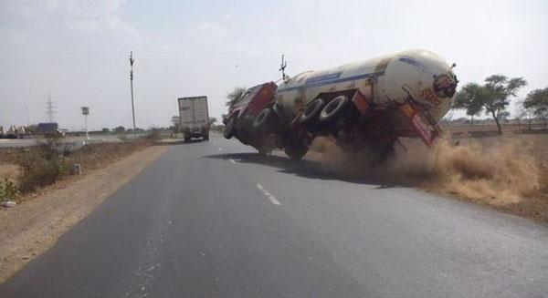imagenes-chistosas-e-increibles-tomadas-en-el-momento-exacto-camion-accidente