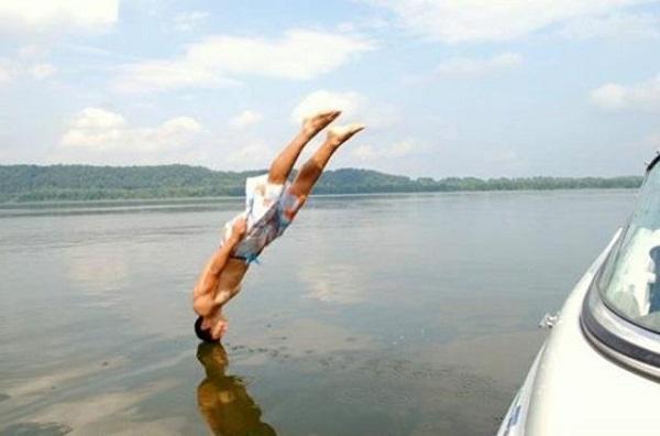 imagenes-chistosas-e-increibles-tomadas-en-el-momento-exacto-entrando-al-agua