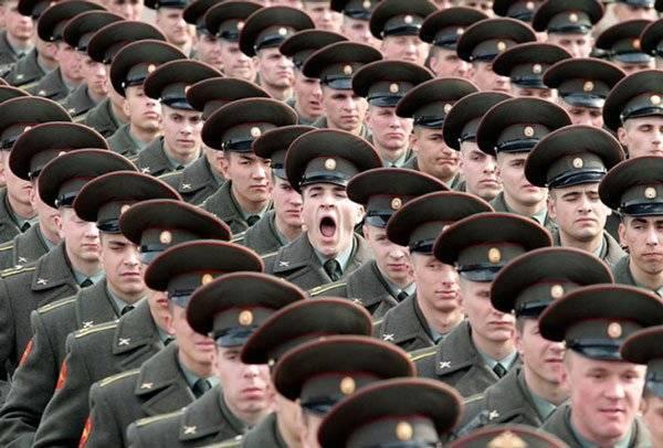 imagenes-chistosas-e-increibles-tomadas-en-el-momento-exacto-soldado-bostezando
