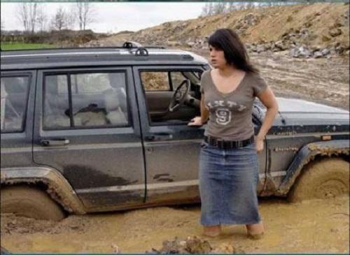 mujeres-al-volante-el-fango-hasta-el-cuello
