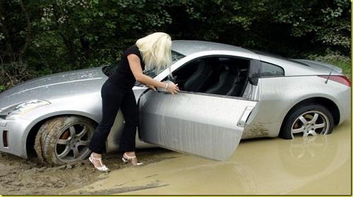 mujeres-al-volante-en-el-fango