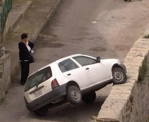 mujeres-al-volante-esta-bien-parqueado