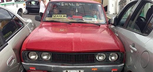 mujeres-al-volante-estacionado